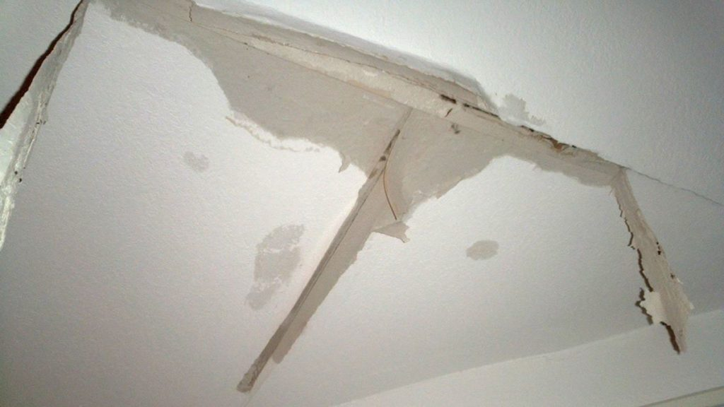 Tips To Cure A Leaking Ceiling