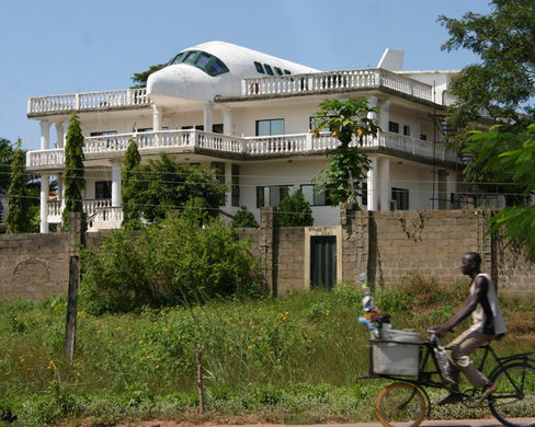 Abuja Airplane House