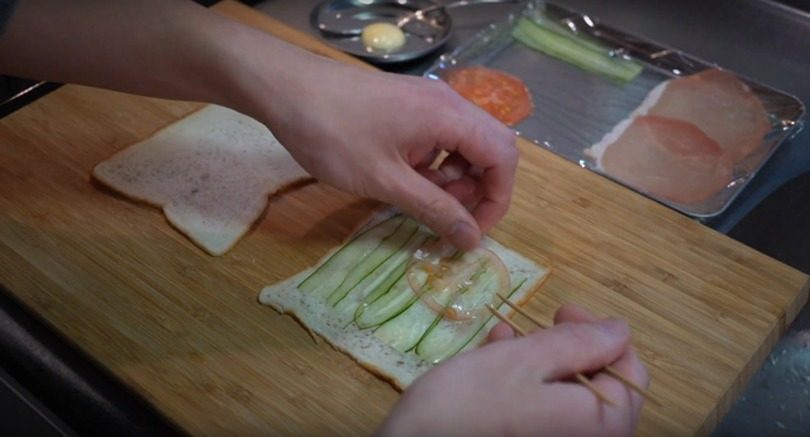 Japanese knife pro makes thinnest sandwich