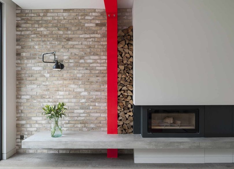 Fireplace with pivoting chimney