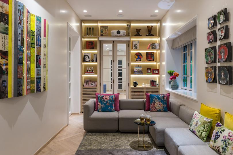 Colorful Studio-Like Family Room Design